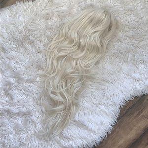 Blonde wig with bangs